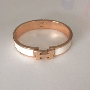 Jewelry - White & rose gold clic clac H bracelet